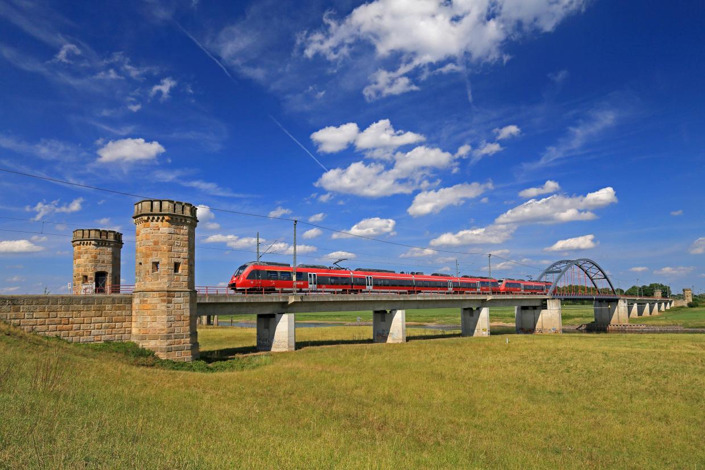 RegionalExpress auf der Elbebrücke Torgau